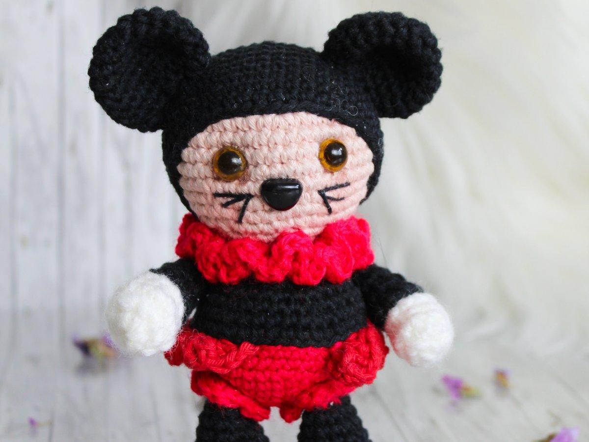 Jolie the Mouse amigurumi