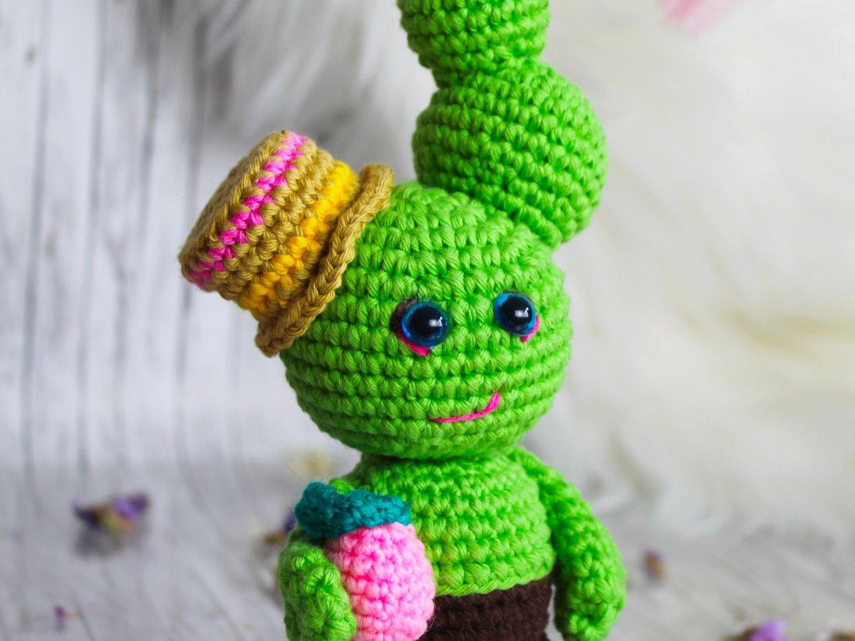 Jose the cactus amigurumi doll